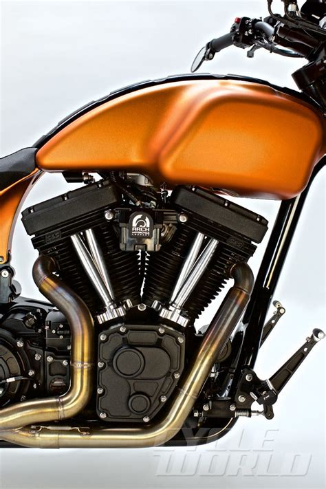 keanu reeves   record arch motorcycle motorcycle