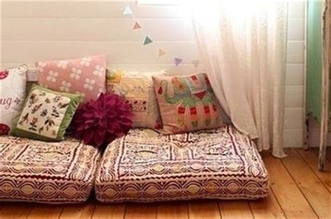 Bohemian Floor Pillows by 22 Brilliant Ideas For Your Tiny Apartment Apartment