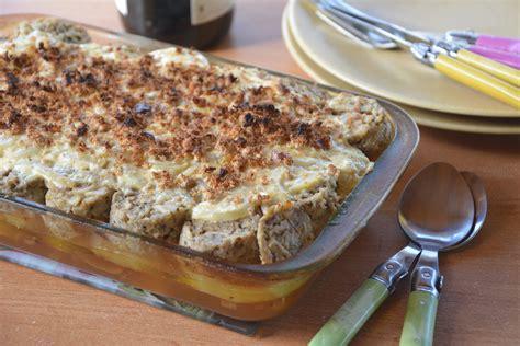 cuisiner les andouillettes gratin d andouillettes aux pommes lyonnaises au fil du thym