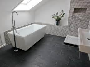 fliesen im badezimmer schiefer black rustic fliesen auch im badezimmer ein hingucker jonastone de moderne