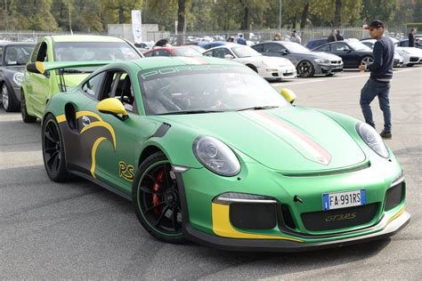Porsche 911 Gt3 Rs Pdk Wrap Shows Jamaican Flag Colors A