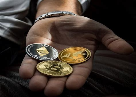 forbes analyst explains  altcoins   rallying