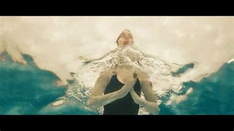 anne hathaway   film  day swim underwater