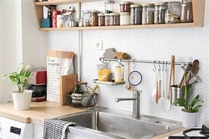 Idees deco cuisine credence et etagere ouverte for Idee deco cuisine avec cuisine pas cher sur mesure