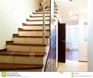 Treppen Im Haus : treppen im modernen haus stockfotos bild 22028843 ~ Lizthompson.info Haus und Dekorationen