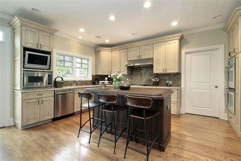 2 tone kitchen cabinets galerie foto 25 idei de bucatarii de din care sa te 3822