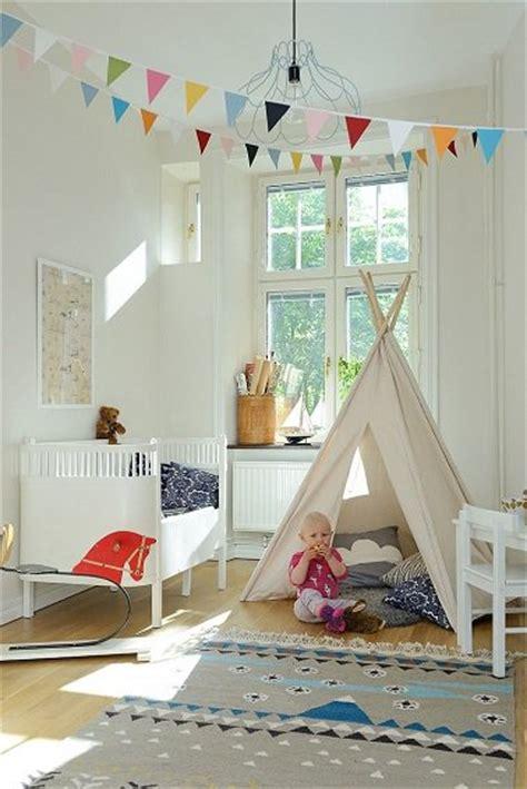 chambre bebe fille avec tipi et peinture blanche