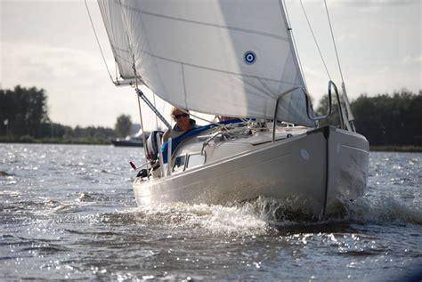 Snelle Kajuitzeilboot by Zeilboot Of Sloep Huren In Sneek
