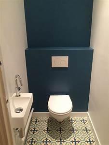 Commode Bleu Canard : un joli bleu canard pour ces toilettes mention sp ciale au sol en carreaux de ciment other ~ Teatrodelosmanantiales.com Idées de Décoration