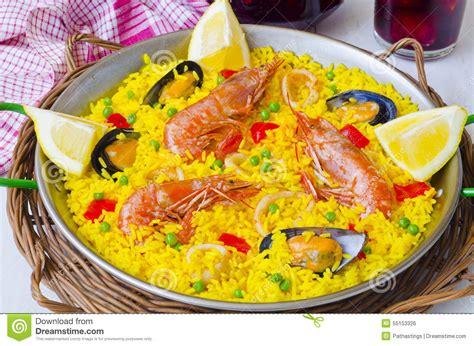 cuisine espagnol cuisine espagnole paella et sangria fraîche photo stock