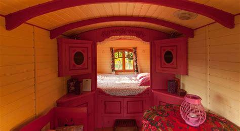 projet chambre d hotes roulotte tzigane au dihan dormir dans une roulotte en