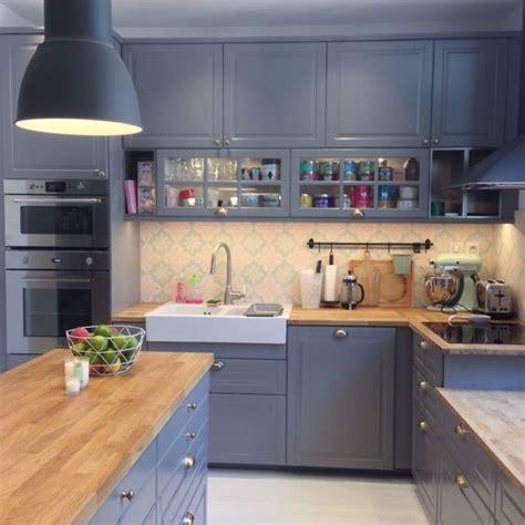 cuisine bleu ikea nouvelle cuisine ikea bodbyn gris metod tendance scandinave carreaux de ciment bois mur