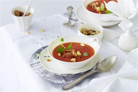 Tomatensuppe mit Datteln und Zimt Rezept  FIT FOR FUN