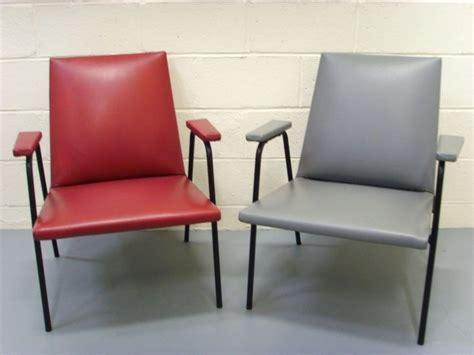 chaise guariche fauteuils quot robert quot de guariche pour meurop meurop