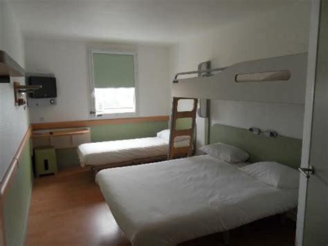 hotel chambre 5 personnes couloir photo de hotel ibis budget marseille la