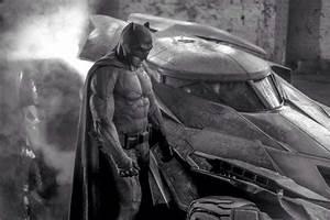 Ben Affleck Batsuit and Batmobile First Look (Batman vs ...
