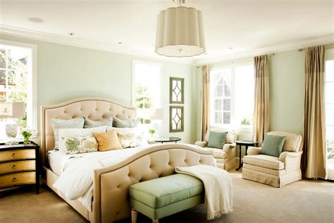 bedroom decorating ideas light green walls американский стиль в интерьере 20245 | traditional bedroom12