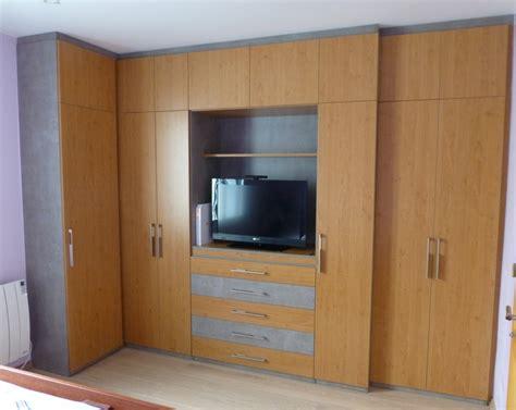 télé pour chambre dressing avec espace tv sur mesure à nantes rangeocean