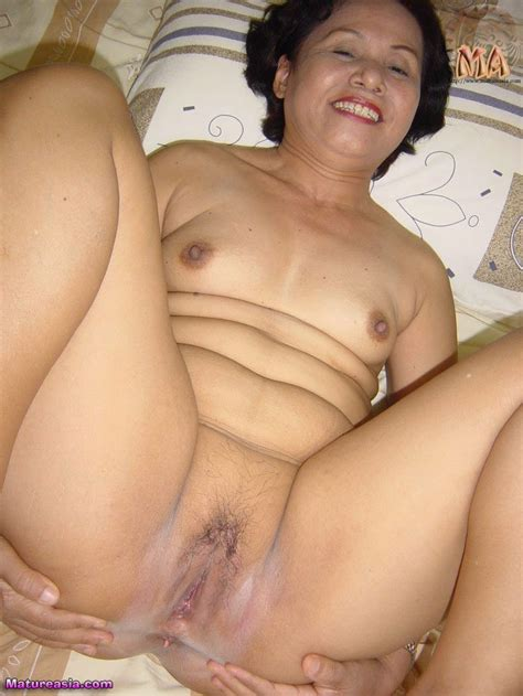 amateur asian granny with a great ass and nice mature pussy