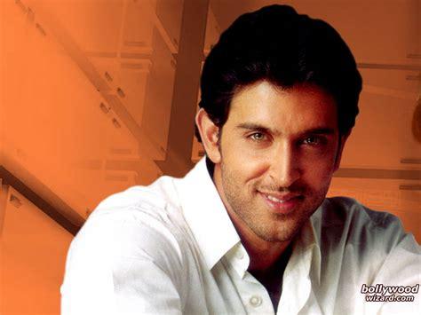 aktor bollywood tampan  terkaya
