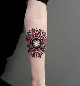 Mandala Tattoo Unterarm : 1001 ideen f r mandala tattoo f r m nner und frauen ~ Frokenaadalensverden.com Haus und Dekorationen