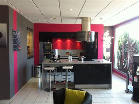 cuisine framboise décoration cuisine couleur framboise exemples d 39 aménagements