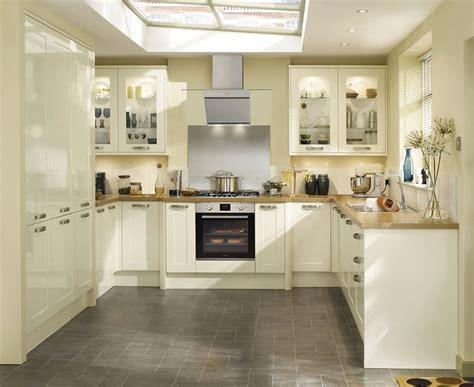 Burford Gloss Ivory Kitchen   Shaker Kitchens   Howdens