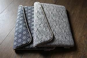 Pochette Pour Ordinateur : pochette ipad motif vague keiko tissu traditionnel japonais sacs et ipad ~ Teatrodelosmanantiales.com Idées de Décoration