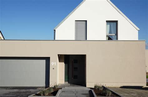 Fassadenfarbe Grau Braun fassadenfarbe grau braun haus deko ideen