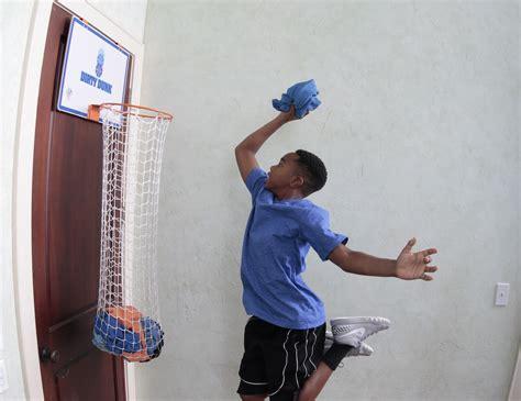 panier de basket de chambre une panière à linge en forme de panier de basket
