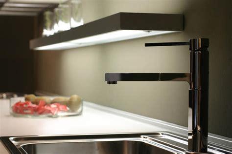 re lumineuse led cuisine l 39 avantage des tablettes lumineuses un éclairage à la