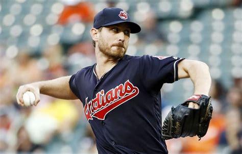 Cleveland Indians starting pitcher Josh Tomlin throws to ...