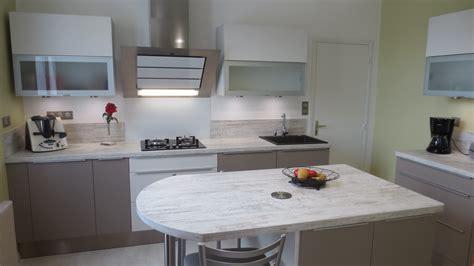 cuisine mur taupe cuisine taupe et blanc chambre froide pas cher