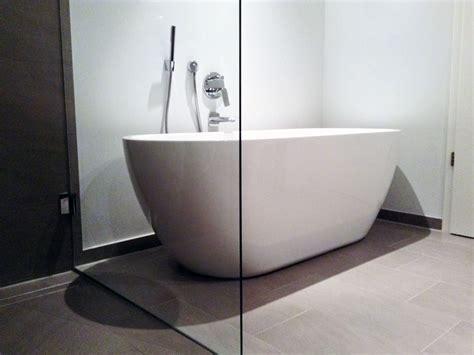 freistehende badewanne an der wand freistehende badewanne valencia acryl duo 170 cm gl 228 nzend