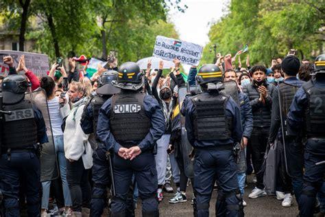 Francijā izmanto asaru gāzi palestīniešu atbalsta ...