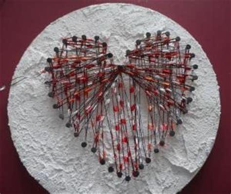 bild mit nägeln und faden herz zum valentinstag aus nagel und faden basteln rund ums jahr