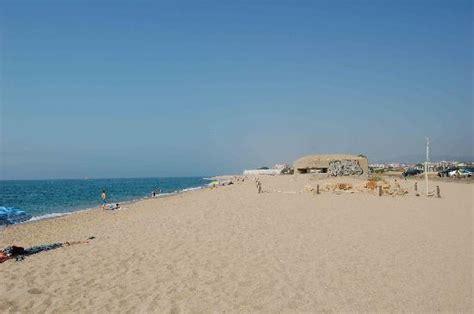 sous location chambre de bonne la plage de santa susana côté droit en sortant de l