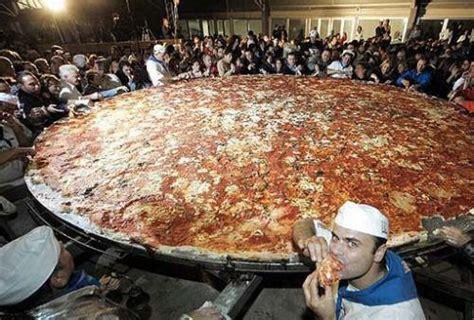 la plus grande cuisine du monde pizza et records à lire