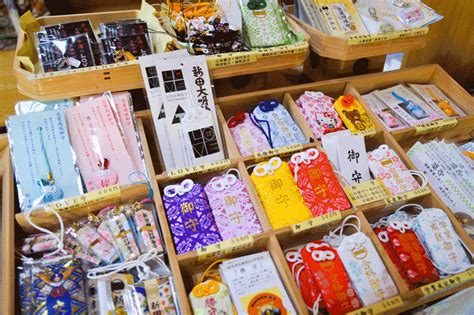 japanese lucky charms  guide  omamori guides