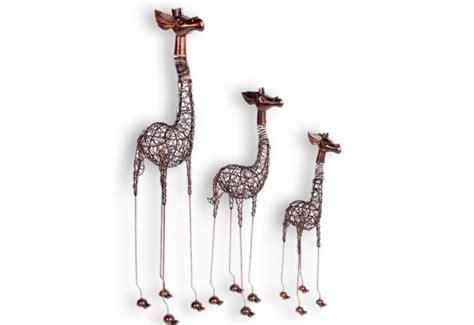 bureau bois recyclé girafe décorative exotique en fer pour le salon koh deco