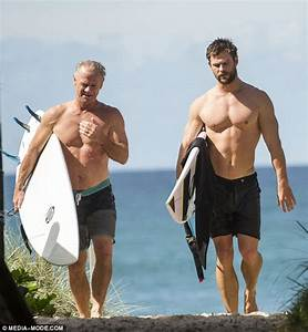 Chris Hemsworth and his father Craig show off their ...