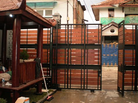 idesign arsitektur pagar rumah kombinasi besi  kayu