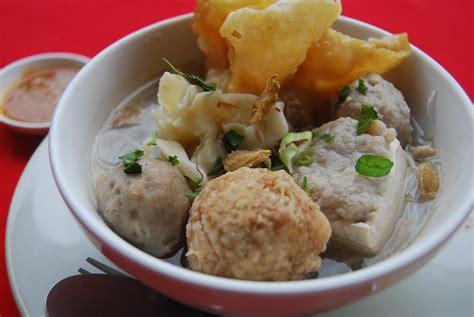 Teksturnya yang lembut dan tidak pengus (seperti daging kambing) menjadi … BAKSO (Meatballs) - INDONESIA ~ RESEP MAKANAN INDONESIA