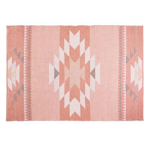 tapis ethnique en coton rose  maya maisons du monde