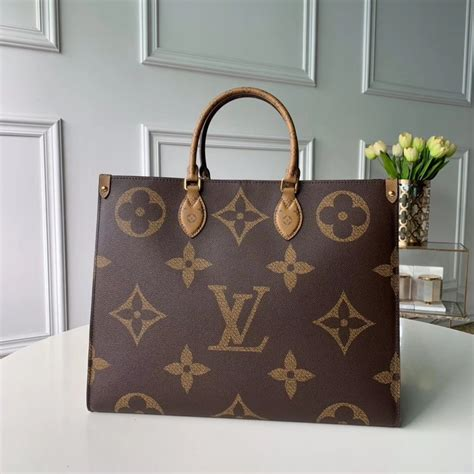 louis vuitton monogram giant canvas onthego tote bag