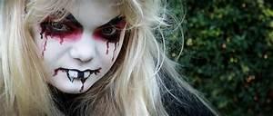 Gruselige Hexe Schminken : halloween make up schminktipps f r vampir totenkopf hexe ~ Frokenaadalensverden.com Haus und Dekorationen