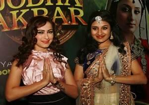 Lavina Tandon And Paridhi Sharma Offscreen | www.imgkid ...