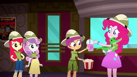 Pinkie Trades Popcorn And Soda To Scootaloo For