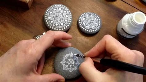 Steine Bemalen Und Mandala Bilder Entstehen Lassen
