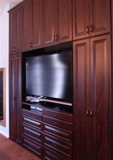 Bedroom Wall Closet by Master Bedroom Everything Closets